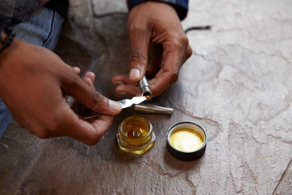 如何在家轻松提炼大麻油